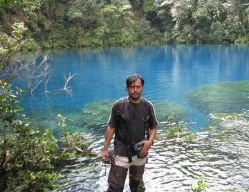 cenote_at_Laguna_Yolnabaj.jpg